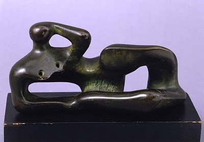 HENRY MOORE - RECLINING FIGURE, BRONZE WITH GREEN PATINA, 1946.