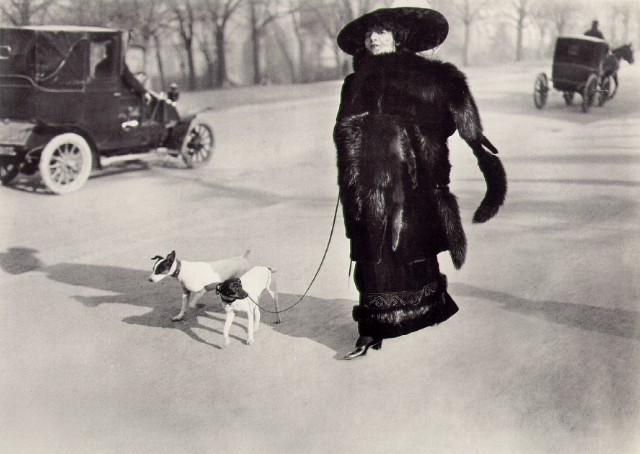 JACQUES HENRI LARTIGUE - AVENUE DU BOIS DE BOULOGNE, PARIS, 1911.