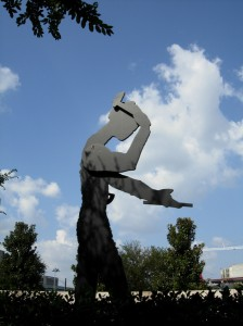 JONATHAN BOROFSKY - HAMMERING MAN - NASHER SCULPTURE CENTER - DALLAS - TEXAS - 1984-85.