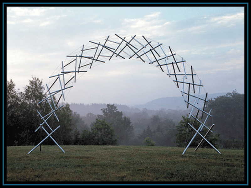 KENNETH SNELSON - RAINBOW ARCH, 2001.