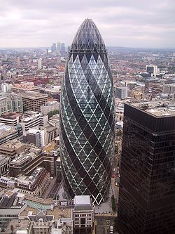 NORMAN FOSTER - 30 St Mary Axe, Sede da Swiss Re, Londres, 1997-2006.